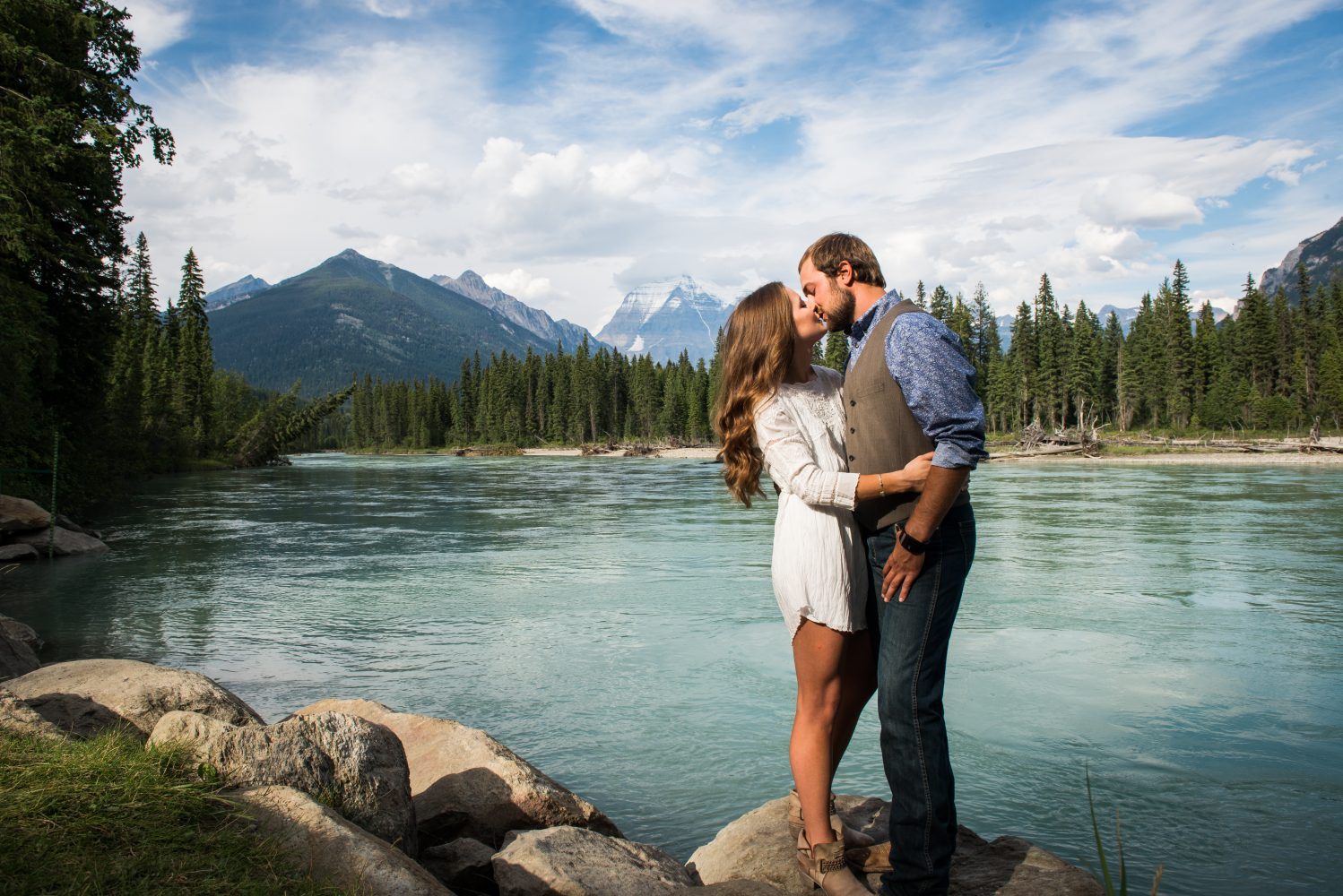 Pituresque Mount Robson Engagement session during a beautiful summer evening | 3Haus Photographics