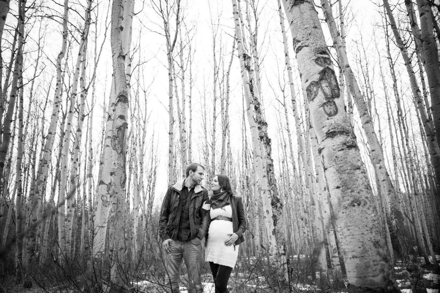 Pyramid lake in Jasper Park maternity session | 3haus Photographics